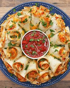 Blooming Quesadilla Ring Recipe - Video recipe, ingredients list and step by step instructions. Make the best Quesadilla for any party! Visit us online for more Tasty Recipes! Finger Food Appetizers, Appetizers For Party, Appetizer Recipes, Dinner Recipes, Seafood Appetizers, Delicious Appetizers, Mexican Food Appetizers, Party Food Recipes, Finger Food Recipes