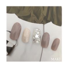 autumn NailCollection 秋はこっくり大人グレージュで メタリックシルバー☆で大人おしゃれな指先に #nail#nails#nailbymaki#makifujiwara#naildesigns#elegant#beauty#autumn#newcolor#chic#greybeige#star