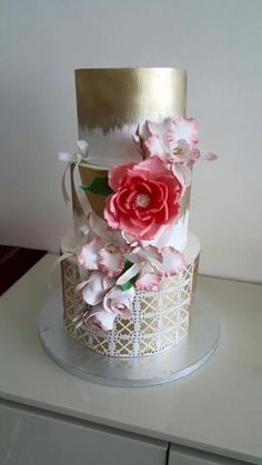Golden theme wedding cake design - cake by Samyukta Wedding Cake Designs, Wedding Cake Toppers, Candy Cakes, Cupcake Cakes, Make Your Own Wedding Cakes, Amazing Wedding Cakes, Amazing Cakes, Chocolates, Themed Wedding Cakes