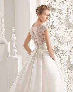 Naolin traje de novia de costura con cuerpo de malla y falda de organza mikado.