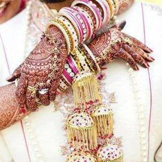 Pink and golden stone studded kaliras with gold hangings. Image- Gabriel Boon