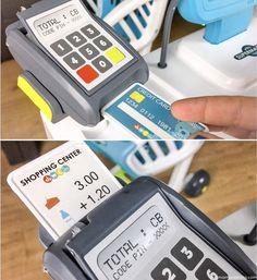 Con Supermarket Smoby los peques pueden jugar a hacer la compra. Sus accesorios realistas con luz y sonido convierten el juego en una increíble experiencia.