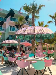 Garden Parasols, Tropical Bedrooms, Pink Umbrella, Cute Bedroom Decor, Outdoor Patio Umbrellas, Hotel Pool, Outdoor Garden Furniture, Modern Exterior, Arabesque