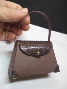Petite Purse ((pretty-pimpin-paper-purses-pal))