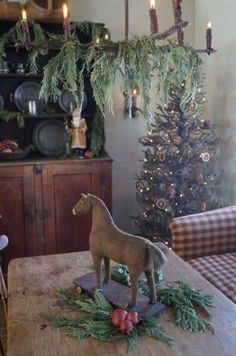 Rustic Natural Christmas Style This Season 02 Primitive Christmas Decorating, Prim Christmas, Antique Christmas, Christmas Fashion, Country Christmas, Christmas Past, Simple Christmas, Winter Christmas, Primitive Crafts