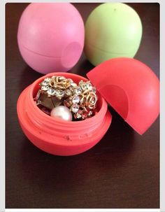 Clear Out An EOS Balm For Jewelry Storage During Traveling