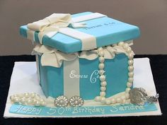 Tiffany Jewelry box cake (for a teenager who likes Tiffany) Fondant Cakes, Cupcake Cakes, Tiffany Jewelry Box, Gift Box Cakes, Box Cake Recipes, Jewellry Box, Mothers Day Cake, Cake Gallery, Occasion Cakes
