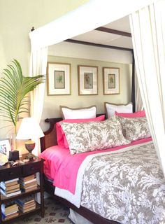 The Paradise Toile set looked fantastic on @India Hicks  ' bed.