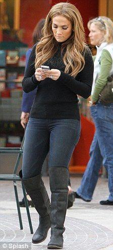 jennifer lopez skinny   : Jennifer Lopez shows off her curves in a pair of dark blue skinny ...