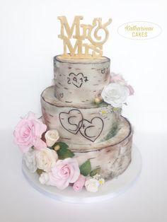 Birken Torte | Baum Torte | Mr & Mrs Cake Topper | Silver Birch Effekt | Baumstamm | dreistöckig | drei Etagen | weiße und rosa Rosen aus Fondant | Goldkugeln | Hochzeitstorte | 3 Etagen | Wedding cake | S + C | Fondanttorte