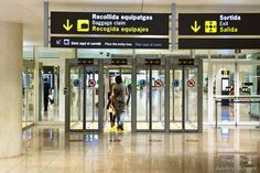 Exit from security zone at El Prat T1, Barcelona