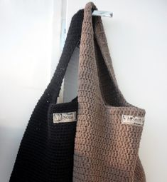 Räävin kasaan sieltä täältä kuvia,  joiden avulla yritän näyttää,  miten tämä  rennompi kassimalli virkataan  - lukijan pyynnöstä ;)    O... Tote Bag, Knitting, Bags, Fashion, Handbags, Moda, Tricot, La Mode, Carry Bag