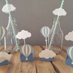 E esse tema lindo demais?!?! Nuvens e balão! Amo! Perfeito para uma festinha de um ano ou um chá de bebê!! ❤️❤️ . #festabalao #festanuvem #decoracaonuvem #nuvens #nuvem #festainfantil Baby Shower Balloons, Baby Shower Themes, Baby Boy Shower, Baby Shower Decorations, Balloon Birthday Themes, Birthday Decorations, Iftar, Hot Air Balloon, Baby Birthday