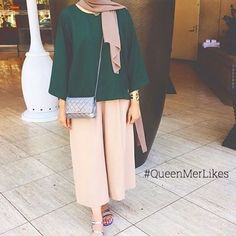 pulling off the travel wear outfit 💕 Hijab Fashion Summer, Abaya Fashion, Modest Fashion, Fashion Outfits, Iranian Women Fashion, Islamic Fashion, Muslim Fashion, Casual Hijab Outfit, Hijab Chic