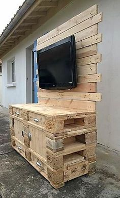 From the side, the repurposed wood pallet TV console looks like this. Nothing is weird in the console, it is created with a unique design and it is perfect to change the look of the area. There is some space below the TV on which small decoration pieces can be placed.