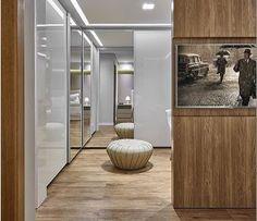 Armário com portas de vidro