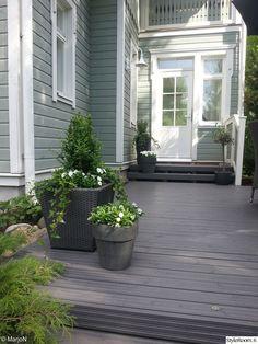 puutarha,takapiha,piha,terassi Outdoor Pots, Outdoor Gardens, Outdoor Living, Outdoor Spaces, Outdoor Decor, Scandinavian Garden, Evergreen Garden, Garden Paving, Small Courtyards