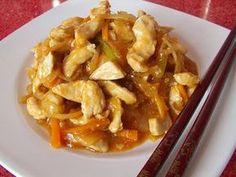 PUI SICHUAN- Ne trebuie: 6 linguri ulei masline 3 ardei iuti mici curatati de seminte si maruntiti (eu am pus unul la otet si sos de chilli) 3 morcovi taiati cca 500-600 g de carne de pui dezosata (in fct de cate pers vor manca) 2 legaturi de ceapa verde (am pus 2 cepe uscate taiate fideluta) 1 ardei taiat fideluta 6 catei mari Edith's Kitchen, Asian Recipes, Ethnic Recipes, Quesadilla, Fajitas, Macaroni And Cheese, Cabbage, Sos, Chicken