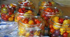 Så här konserverar du dina egna tomater hela hemma i ugn. Exakt hur du ska göra får du reda på här! Lchf, Chutney, Preserves, Tapas, Cooking Recipes, Homemade, Baking, Vegetables, Guide