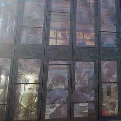 Tôle perforée en cassette servant d'habillage de façade métallique