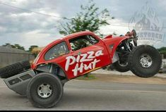 "Baja Community 🇺🇸. on Instagram: ""Who remembers the @bluetorchfab Pizza Hut Bug! 🤙🏽💯 #bajacommunity #bajabug #bajanation  #prerunner_nation #offroadnation"" Car Volkswagen, Vw Cars, Vw Baja Bug, Trophy Truck, Sand Rail, Pizza Hut, Vw Beetles, Amazing Cars, Custom Cars"