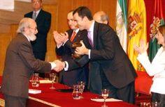 Ángel González recibe del Príncipe Felipe el primer Premio Lorca de Poesía