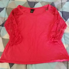 Quarter sleeve tee. Sleeves are lace. Quarter sleeve tee. Sleeves are lace. Size medium from rue 21. Fits like a small. Rue 21 Tops Tees - Long Sleeve