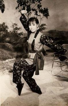 (Female) Kung Fu Grandmaster, Lily Lau. Lau is an eighth generation grandmaster of the Ngok Fei Eagle Claw style Source: gutsanduppercuts.tumblr.com