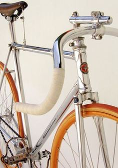 As a beginner mountain cyclist, it is quite natural for you to get a bit overloaded with all the mtb devices that you see in a bike shop or shop. There are numerous types of mountain bike accessori… Velo Retro, Velo Vintage, Retro Bicycle, Vintage Bicycles, Bicycle Art, Bici Fixed, Fixed Bike, Fixed Gear, Bike Details