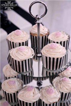 torre docinhos cupcakes