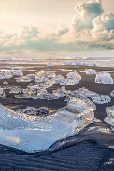 Jökulsárlón, Iceland! Click through to see 15 more of the world's most unique & awesome beaches!