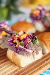 Kalua Pork Sliders with Pineapple-Mango Slaw.this pineapple-mango slaw really sounds good! Kahlua Pork, Hawaiian Pulled Pork, Pork Sandwich, Sandwiches, Pulled Pork Sliders, Chicharrones, Cooking Recipes, Pork Recipes, Healthy Recipes