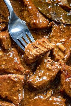 Kruchy schab w sosie własnym (6 składników) - Wilkuchnia Meat Appetizers, Appetizer Recipes, Kitchen Recipes, Cooking Recipes, Dinner Side Dishes, Food Goals, Pork Dishes, Healthy Dinner Recipes, Food Inspiration