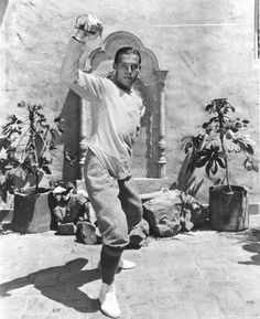 Hollywood Icons, Old Hollywood, Valentino Tango, Rudolph Valentino, Silence Is Golden, Horsemen Of The Apocalypse, Sword Fight, Silent Film Stars, Classic Image