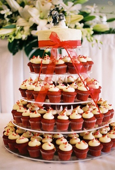 wedding cupcakes - I want this for my wedding but in purple and ...