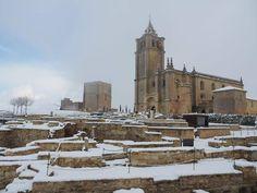 Estos días hemos podido disfrutar de la Fortaleza de la Mota con un precioso manto blanco. Todo un lujo para los amantes de la fotografía. #AlcalálaReal #tuhistoriaeninvierno