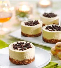 Mini Desserts, Delicious Desserts, Minis, Best Bakery, Creative Desserts, Mini Muffins, Yummy Cookies, High Tea, No Bake Cake