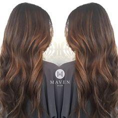 Es un toque sutil que le da movimiento a tu cabellera. | 21 Delicadas ideas para aclarar tu cabello sin hacerte un ombré