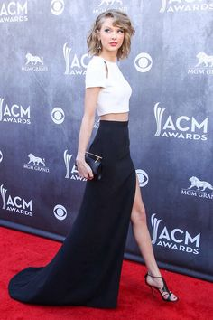 Flawless….PRETTY SURE THIS IS SINGER, TAYLOR SWIFT…….SHE ALWAYS LOOKS SO WELL DRESSED………..ccp