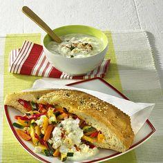 Gemüse-Döner Rezept | LECKER Italian Cookies, Healthy Eating, Healthy Food, Sandwiches, Tacos, Veggies, Healthy Recipes, Ethnic Recipes, Zucchini