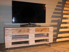 Diy entertainment stand plans - cento ventesimo decor : diy tv stand for . Tv Stand Rack, Tv Stand Cabinet, Diy Tv Stand, Old Tv Stands, Wooden Tv Stands, Pallet Tv Stands, Pallet Furniture Designs, Wood Pallet Furniture, Furniture Ideas