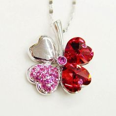 2011 Red Swarovski New Design Fortune 4-Leaf 18K Necklace & Swarovski Swiss Crystal Diamond Pendant -The Leaf of Paradise Pendant Drop w/25pcs Mini Swarovski Crystals on One of Leaf,2cm W x 2.5cm H Drap Size at 1.89g Weight & 17″ Length 18K Chain w/Adjustable Function,Gorgeous & Brings You Lucky 4-Leaf Necklace Comes w/Free Swarovski Jewelry Box .100% Satisfaction Guaranteed !The 4 Leaves Represent :True Love,Health,Glory & Welath.