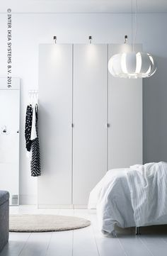 Voor een verzorgde slaapkamer. Ontdek onze PAX opbergoplossingen in alle afmetingen, kleuren en stijlen. #IKEABE  Storage space with a personal touch. Discover our PAX storage solutions in all sizes, styles and colors. #IKEABE