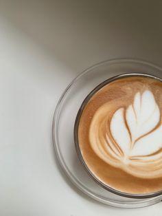 Coffee Talk, Coffee Love, Hot Coffee, Coffee Break, Coffee Drinks, Aesthetic Coffee, Aesthetic Food, Fun Drinks, Yummy Drinks