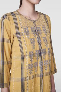 Shop from an exclusive range of luxurious wedding dresses & bridal wear by Anita Dongre. Bring home hand-embroidered wedding wear in colors inspired by nature. Khadi Kurta, Kurti, Kurta Designs Women, Blouse Designs, Daisy Shah, Embroidery Suits Design, Anita Dongre, Belle Dress, Indian Wedding Outfits