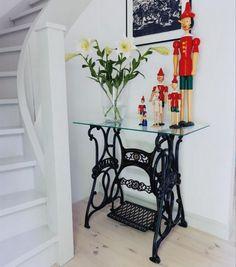 Столики из старой швейной машинки. Обсуждение на LiveInternet - Российский Сервис Онлайн-Дневников