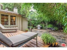 2228 Crest Way Los Angeles, CA 90068 (Hollywood Hills East)