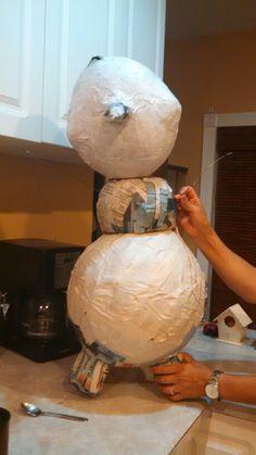 how to make a big paper mache bird - For the kids next month. Olaf Frozen, Frozen Snowman, Frozen Christmas, Christmas Mood, Christmas Crafts, Frozen Themed Birthday Party, Frozen Party, Birthday Parties, Olaf Birthday