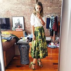 Quer inovar nos looks de trabalho? Aposte na Saia Midi! Com comprimento abaixo do joelho, ela deixa os looks modernos e elegantes, ótima opção para o...