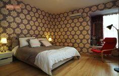 A modern european bedroom with a stunning light colored timber floor Stylish Bedroom, Modern Bedroom, Brown Bedroom Decor, Bedroom Ideas, European Bedroom, Built In Cupboards, Hardwood Floors, Flooring, Wood Ceilings